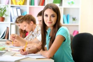 Junge Studenten beim lernen
